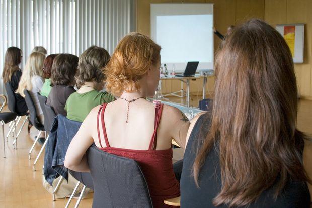 Réponses de psychanalyste aux questions sur le déni de grossesse, à la suite d'une conférence tenue devant de jeunes mères récemment mamans